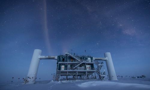 Ученые утверждают, что все космические нейтрино высоких энергий порождаются квазарами
